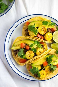 Pin for Later: 24 Taco Recipes With Alternatives to Ground Beef That Will Please the Whole Family Black Bean and Baked Plantain Tacos Vegetarians won't be the only people who enjoy these Black Bean and Baked Plantain Tacos — try 'em on anyone! Best Vegetarian Recipes, Vegetarian Cooking, Mexican Food Recipes, Cooking Recipes, Healthy Recipes, Recipe For Homemade Refried Beans, Salsa, Vegan Clean, Vegan Main Dishes