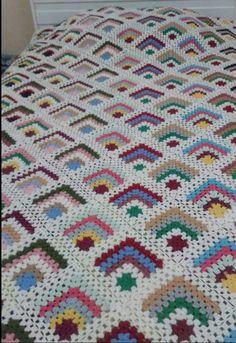 Granny Square Crochet Pattern, Crochet Stitches Patterns, Crochet Squares, Crochet Designs, Knitting Patterns, Granny Squares, Crochet Bedspread, Crochet Tablecloth, Crochet Flower Tutorial