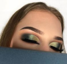 Green and gold are a classic combination! #eyemakeup  #Makeup