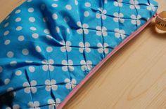 Zakka Inspired: Smocking Tutorial with Polka Dot Fabric Sewing Hacks, Sewing Tutorials, Sewing Patterns, Sewing Tips, Tutorial Sewing, Sewing Box, Fabric Crafts, Sewing Crafts, Sewing Projects