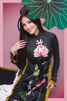 GiadinhNet- Huỳnh Bích Phương rất hiếm khi xuất hiện trong giới showbiz nhưng nhân dịp lễ Quốc khánh, cô đã nhận lời làm mẫu cho NTK Đức Hùng trong bộ áo dài mới nhất của anh.