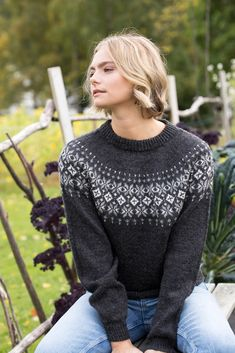 GG278-05 Rein genser koks   Gjestal Knit Jacket, Sweater Jacket, Knitting Wool, Hand Knitting, Knitting Designs, Knitting Projects, Norwegian Knitting, Fair Isle Pattern, Glam Girl