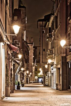 Via D'Azeglio in Bologna, province of Bologna, Emilia Romagna region, Italy. I lived in this street for some months and it was amazing. Italy Vacation, Italy Travel, Monuments, Places To Travel, Places To Visit, Emilia Romagna, Mekka, Bologna Italy, Regions Of Italy