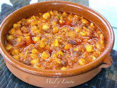 Este plato es muytradicional de la cocina mallorquina. Hace unos meses publiqué la receta de SEPIA Con Cebolla hecha con Olla a presión....