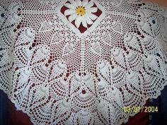 fata masa patrata croseta Crochet Tablecloth, Crochet Home, Table Covers, Tablecloths, Blanket, Home Decor, Towels, Crochet House, Table Linens