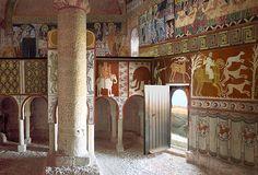 Ermita de San Baudelio. Casillas de Berlanga (Soria, siglo XI). Las pinturas, objeto de expolio, son las únicas conservadas de estilo mozárabe.