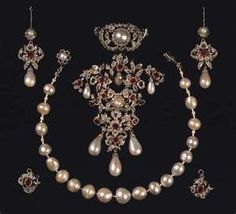 Crown Jewels opf Denmark - Diamond / Ruby / Pearl Suite - Glenn Slaikjaer's Danish Royal Jewels http://images.search.yahoo.com/search/images?_adv_prop=image=goodsearch-yhsif=crown+jewels+sweden