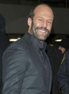 Jason Statham is soooooo dammmm sweeeet Jason Stathem, Handsome Rob, Preppy Mens Fashion, Lovely Smile, Sexy Men, Hot Men, The Expendables, Face Expressions, British Actors