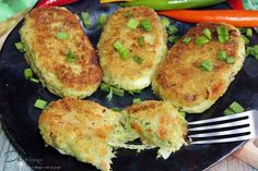 Kotlety brokułowe z mozzarellą | Di bloguje Vegetarian Recipes, Cooking Recipes, Healthy Recipes, Healthy Baking, Mozzarella, Good Food, Dessert Recipes, Food And Drink, Lunch