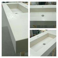 Top bagno realizzato in Laminam Oxide avorio.