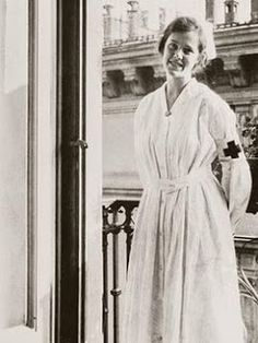 Agnes von Kurowsky, an American nurse to who was engaged to Ernest Hemingway while recuperating from shrapnel wounds in a hospital in Milan. When they met Agnes was Hemingway, and the age difference clearly took its toll. Agnes became the. History Of Nursing, A Farewell To Arms, Vintage Nurse, Vintage Medical, Ernest Hemingway, World War One, Women In History, Family History, Red Cross