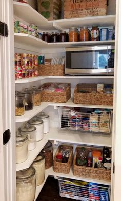 Small Pantry Closet, Pantry Room, Walk In Pantry, Closet Pantry Shelving, Corner Pantry Organization, Pantry Ideas, Organization Ideas, Food Pantry Organizing, Organized Pantry