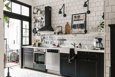 & & & & Un petit trois-pices au style industriel - PLANETE DECO a homes world Bistro Kitchen, Kitchen Interior, Home Decor Kitchen, Kitchen Remodel, Kitchen Decor, Kitchen Dining Room, Kitchen Dining, Home Kitchens, Kitchen Design
