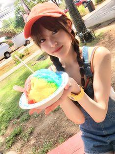 ■まっちゅんがハワイで魅了された食べ物は… 乃木坂46のメンバーでありCanCam専属モデルのまっちゅんこと松村沙友理の、12月12日発売のファーストソロ写真集『意外っていうか、前から可愛いと思ってた』のオフショットとと…