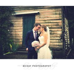 The old barn at the back of Peppers Craigieburn is definitely a renovators delight.... which also makes it the perfect backdrop for photos :)  #pepperscraigieburn #wedding #bowralwedding #mckayphotography #peppersbowral @peppershotels