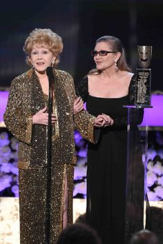 Carrie FIsher Presents Mom Debbie Reynolds With the 2015 SAG Life Achievement Award!