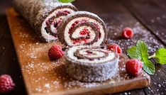 Low Carb Chocolate Roll Cake with Raspberry Coulis Kokos Desserts, Köstliche Desserts, Chocolate Roll Cake, Eat Fat, Coconut Recipes, Christmas Desserts, Tray Bakes, Bakery, Sweets