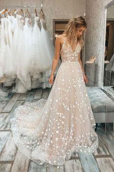 Pretty Wedding Dresses, Beautiful Dresses, Wedding Gowns, Spring Wedding Dresses, Unusual Wedding Dresses, Informal Wedding Dresses, Romantic Dresses, Pink Wedding Theme, Garden Wedding Dresses