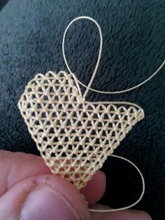 This post was discovered by Medine Öztürk Kalkan. Discover (and save!) your own Posts on Unirazi. Needle Tatting, Needle Lace, Bobbin Lace, Irish Crochet Patterns, Tatting Patterns, Crochet Leaves, Crochet Flowers, Embroidery Jewelry, Ribbon Embroidery