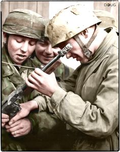 A group of Fallschirmjäger (German paratroopers) are examining a captured M1928A1 Thompson submachine gun in Tunisia, sometime during mid-1943.