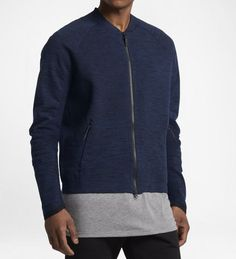 Nike's tech knit jacket is great if you want to go for the minimalist look. Fashion Advice, Fashion News, Mens Fashion, Athletic Fashion, Athletic Wear, Men's Wardrobe, Capsule Wardrobe, Nike Tech, Knit Jacket