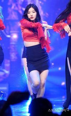 PRISTIN ♡ Xiyeon 시연 • Park SiYeon 박시연 at Show Champion 170517 'Black Widow' special promotions (Vampire Ver. 뱀파이어 Ver.) #띠띠 #퀸시연 #블랙위도우
