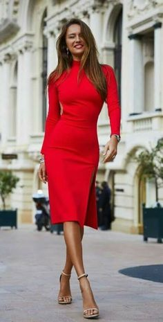 Dame in rot You are in the right place about REd dress with boots Here we offer you the most beautiful pictures about the REd dress nigth you are look Classy Dress, Classy Outfits, The Dress, Dress Skirt, Dress Prom, Dress Long, Stylish Office Wear, Business Outfit, Pinterest Fashion