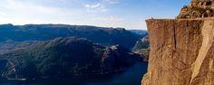 Impossible d'évoquer les paysages norvégiens sans parler des fjords. Fruits d'une longue et patiente érosion glacière qui s'étale sur des dizaines de millions d'années, ces profonds sillons offrent aux visiteurs des paysages absolument époustouflants ! - #easyvoyage #easyvoyageurs #clubeasyvoyage #terresdevoyages #travel #traveler #traveling #travellovers #voyage #voyageur #holiday #holidaytravel #tourism #tourisme #norvege #norway #fjords #nature