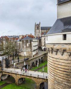 102 vind-ik-leuks, 1 reacties - MC • RS (@mcrsphotography) op Instagram: '• Nantes vue d'en haut (1) #chateau #castle #palace #annedebretagne #fromabove #church #cathedral…'
