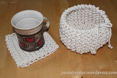 Z bavlněné pletené šňůry o průměru 4 mm, je to šňůra na prádlo ( ale musí být pletená, ne kroucená)
