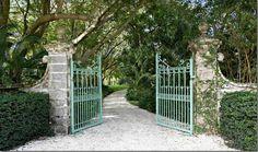 Fustic house gate