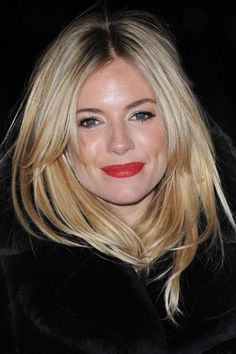 Sienna Miller Hair Style File is part of Sienna Miller Hair Style File Vogue Co Uk - Queen of boho turned Hollywood starlet, Sienna Miller is as much a pinup for her hairstyles as for her unique style See her best looks My Hairstyle, Pretty Hairstyles, Hairstyles With Bangs, Side Fringe Hairstyles, Good Hair Day, Great Hair, Sienna Miller Hair, Sienna Miller Fringe, Coiffure Hair
