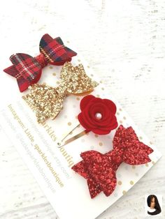 How to Choose the Right Fabric for Your Sewing Project fabric ideas Red glitter bow gold glitter bowtartan bow flower clip - Set of girls 4 small hair clips they are approx in size. They are made from red glitter fabric, gold glitter fabric Red Glitter, Glitter Fabric, Glitter Rosa, Diy Hair Bows, Diy Bow, Red Hair Bow, Ribbon Hair, Small Hair Clips, Girls Hair Clips