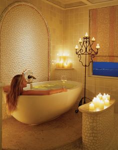 Oval bath tub at One Palmilla
