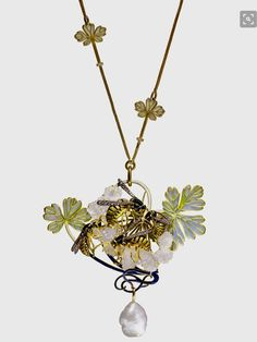 Beyond Boundaries - René Lalique Art Nouveau 'Wasp' Pendant Necklace. A highlight of Autumn 2017 | Christie's. Estimate: SFr.80,000-120,000