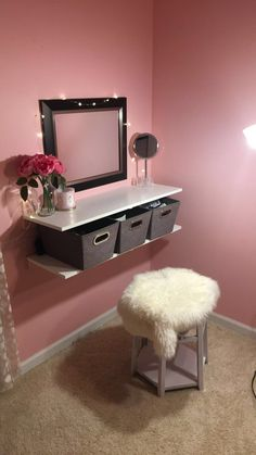 Teen girl bedrooms, styling ref number 6903641030 to excite the area up today. Diy Room Decor For Girls, Teen Room Decor, Room Ideas Bedroom, Diy For Girls, Girls Bedroom, Girls Vanity, Teen Vanity, Diy Vanity Table, Vanity Table Organization