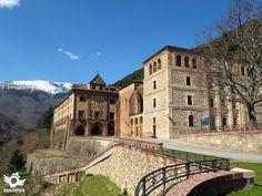 El Monasterio de Valvanera se encuentra a 14 km de Anguiano y a 54 Km de la capital de La Rioja, Logroño.