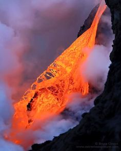 Hawaii 61 g episode - lava fall on 1 February; The photo of Bruce Omori accounts for the extreme fluidity of the lava / Extreme exposure.