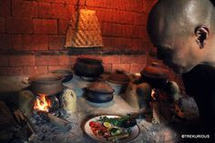 Casa Heliconia has their own traditional wood-fire stove, where you can prepare authentic Sri Lankan meals and learn the art of Sri Lankan cooking. The traditional kitchen area is fully equipped with all the necessary items and comfortably fits up to 10 people.  original post: http://blog.trekurious.com/?p=813