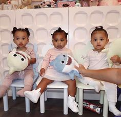 Just call them the Kardashian triplets! Kylie Jenner shared a picture of her daughter, Stormi Webster, with her cousins True Thompson and Chicago West Kardashian Kylie Jenner, Kylie Jenner News, Trajes Kylie Jenner, Looks Kylie Jenner, Estilo Kardashian, Kylie Jenner Baby, Kardashian Style, Kendall Jenner, Familia Kardashian