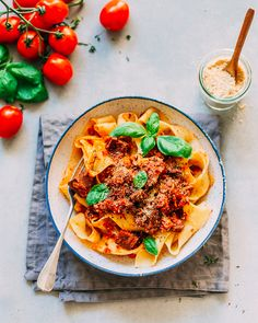 VEGANE PARPADELLE MIT JACKFRUCHT RAGÚ – thehungrywarrior.de Vegan Dinner Recipes, Gourmet Recipes, Pasta Recipes, Vegetarian Recipes, Healthy Recipes, Vegan Meals, Meat Sauce, Vegan Pasta