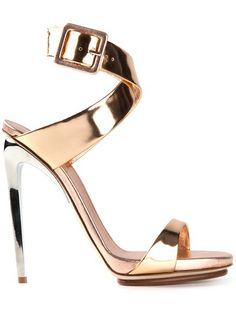 Gold-tone leather sandal from Giuseppe Zanotti Design featuring an open toe, an ankle strap with a side buckle fastening and a contrasting s...