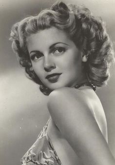 The Golden Year Collection: Photo Lana TurnerYou can find Lana turner and more on our website.The Golden Year Collection: Photo Lana Turner Old Hollywood Glamour, Golden Age Of Hollywood, Vintage Hollywood, Hollywood Stars, Classic Hollywood, Lana Turner, Will Turner, Classic Actresses, Hollywood Actresses