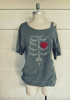 iLoveToCreate Blog: Glitter Bones and Heart Tee.