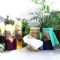 Rolo de papel higiênico para fazer o presépio Christmas Toilet Paper, Dyi, Christmas Ideas, Planter Pots, Alice, Merry, Outre, Kids, School