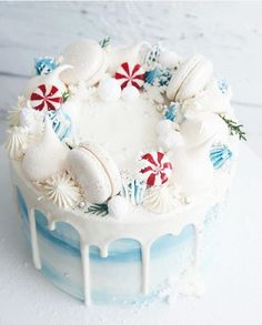 25 Super pretty festive winter wedding cakes ever, winter wedding cake ideas, best winter wedding cakes, winter cake designs Christmas Cake Decorations, Christmas Sweets, Christmas Cooking, Holiday Cakes, Christmas Cakes, Christmas Birthday Cake, Christmas Cake Designs, Christmas Wedding, Christmas Cake Topper