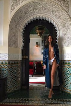 Emily Ratajkowski strips off topless and wears just her pants in sultry new photoshoot Emily Ratajkowski, Toni Garrn, Top Models, Anja Rubik, Robin Thicke, Elsa Hosk, Mannequins, Fashion Week, Dress Codes