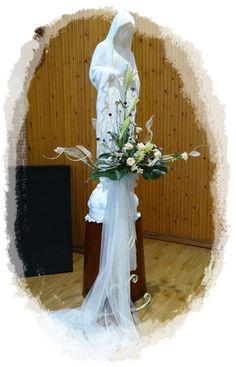 -올리베따노 성 베네딕도 수녀회 Church Flower Arrangements, Mother Mary, Easter, Wedding Dresses, Shop, Flowers, Bride Dresses, Bridal Gowns, Virgin Mary