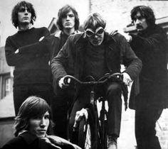 Uma das bandas mais fida do rock in roll,aquela que tem qualidade melódica junto a letras estupendas. Eles são foda. Minha banda predileta! PINK FLOYD!
