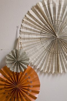 DIY Paper Wheel Backdrop  - love to make a wall of this for P's room